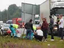 Motorrijder maakt enorme smak tegen verkeersbord A50 richting Apeldoorn
