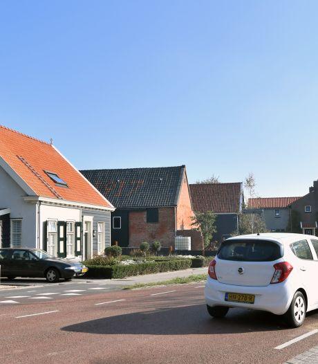 Goed uitkijken met oversteken in Sint Jan ten Heere