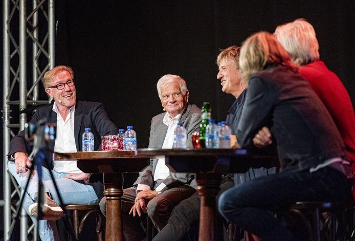 Voetbalcoryfeeën (vlnr) Hans van Breukelen, Theo Reitsma en Wim Leurink sloten gisteravond drie 'festivaldagen' bij kasteel De Haere af.