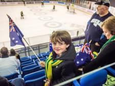 Tilburg: WK IJshockey met de vader, de tante, de zoon en de zus van de Aussies