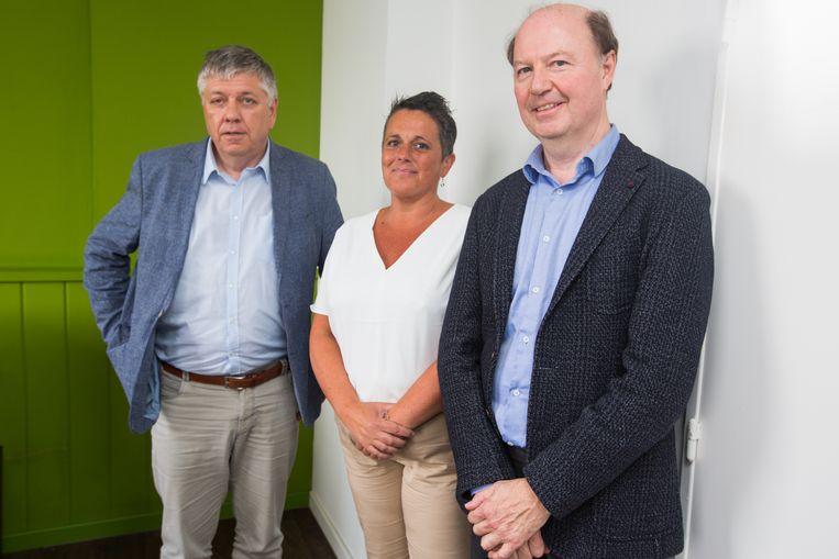 Minister Jo Vandeurzen,verpleegkundige  Eefje Decron en professor en leverarts Geert Robaeys stellen project voor rond hepatitis C voor mannen en vrouwen die met besmette naalden drugs inspuiten en hierdoor een hoog risico lopen de ziekte op te lopen.
