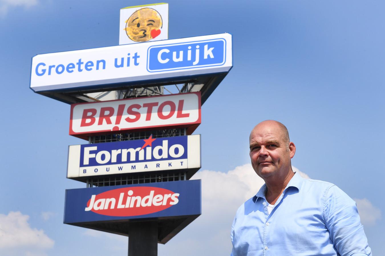 Vorig jaar verdween BCC al van de reclamezuil. Eigenaar Paul van Schaijik uit Cuijk plaatste een vriendelijke groet. Nu is de beurt aan Formido.
