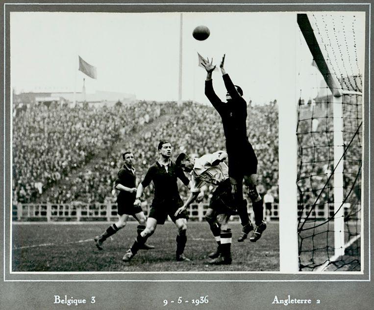 België slaagt er voor het eerst in om Engeland te verslaan. Het wordt 3-2 op de Heizel.