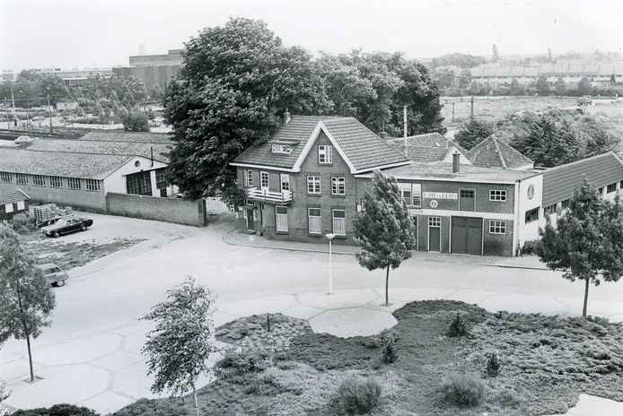 Bouwbedrijf De Reus aan de Ridderstraat. Het pand werd in 1981 gesloopt.
