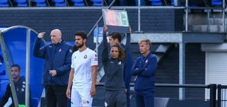 Eerste vrouwelijke official in betaalde voetbal: 'Was lange weg om hier te komen'
