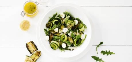 Wat Eten We Vandaag: Frisse salade met gegrilde courgette