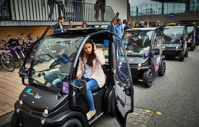 Vanaf vandaag kan je de elektrische deelauto lev Introdutie van Lev, een electrische deelauto die je met een app kunt boeken.