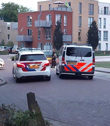 Politie trekt wapen om mogelijk vuurwapenbezit in Winterswijk te onderzoeken