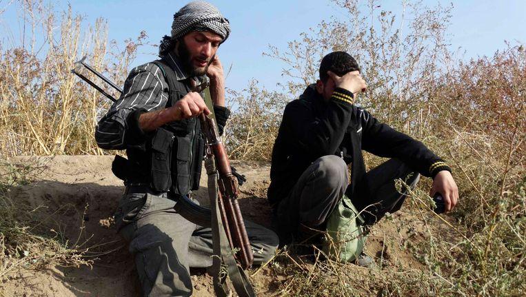 Syriëstrijders bij de stad al-Jarba. Beeld REUTERS