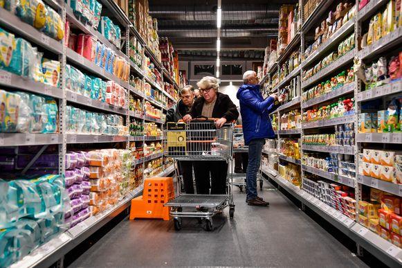 Door de stijgende koopkracht zouden we méér in onze winkelkar moeten kunnen leggen, maar door de hogere kosten - denk maar aan water en elektriciteit - lukt dat niet voor iedereen.