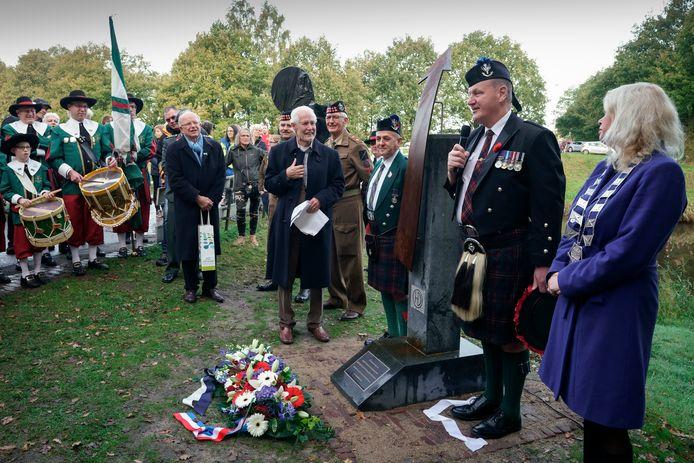 Met het onthullen van een monument voor de 51st Highland Division en een speciale route werd zaterdag herdacht dat de gemeente Heusden 75 jaar geleden is bevrijd.