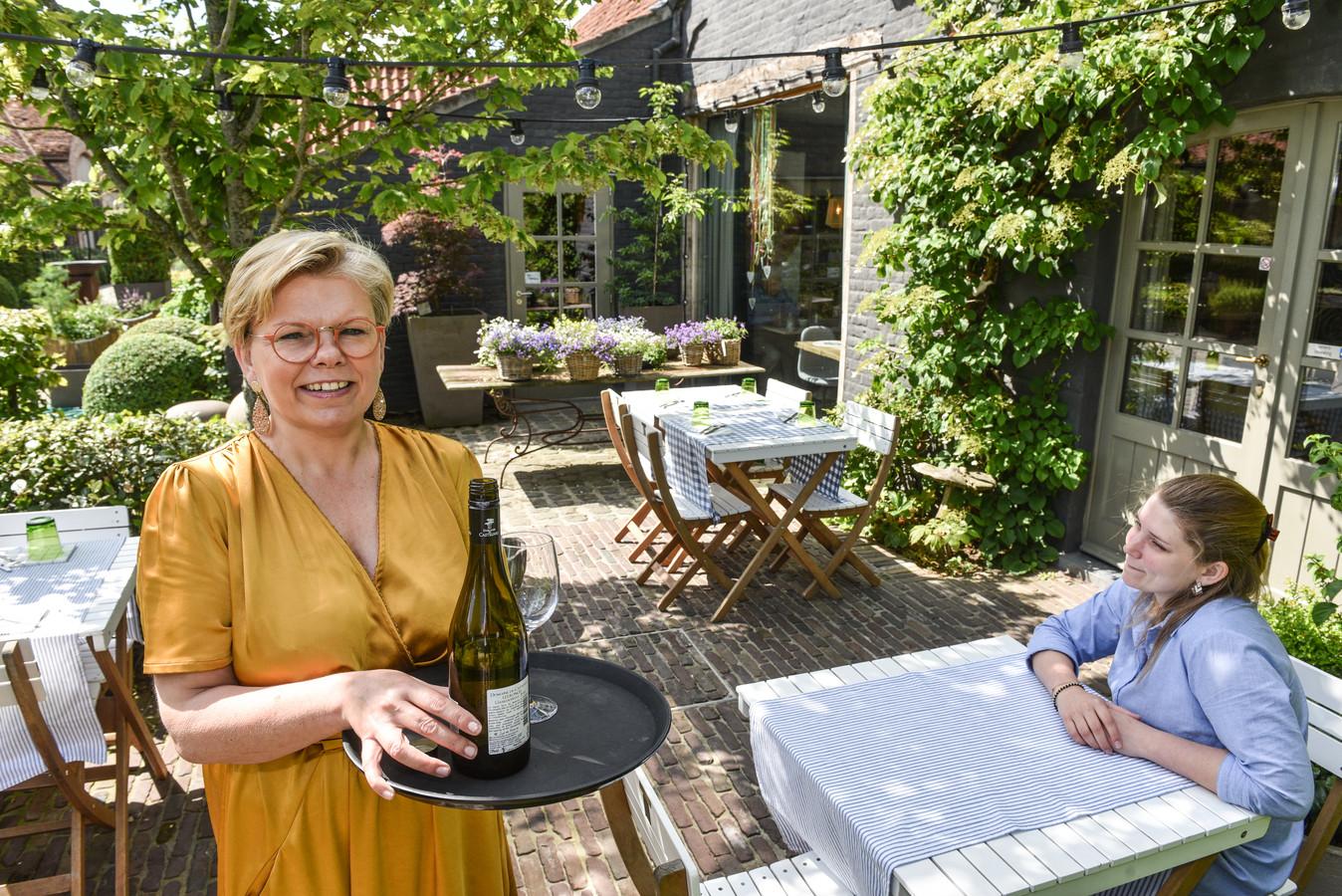 Sabine Pinnewaert baat samen met haar dochter Lisa Dossche het Hof ter Rode Poorte in Kruishoutem uit.