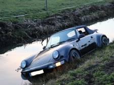 Porsche rijdt de sloot in bij Harmelen