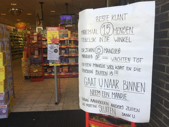 Even goed lezen voordat je het Kruidvat binnengaat in Elburg.