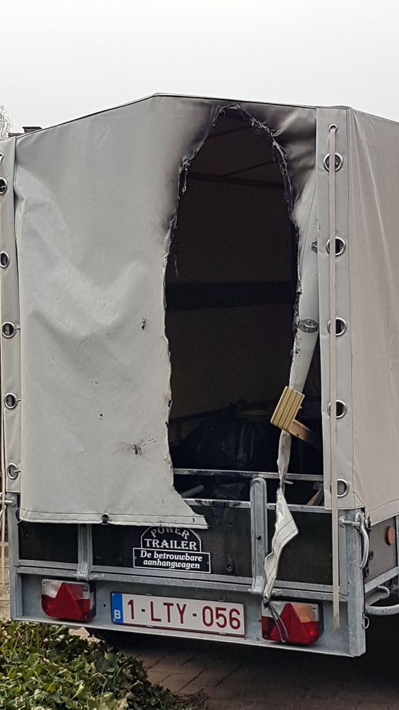 Ook een aanhangwagen raakte beschadigd.