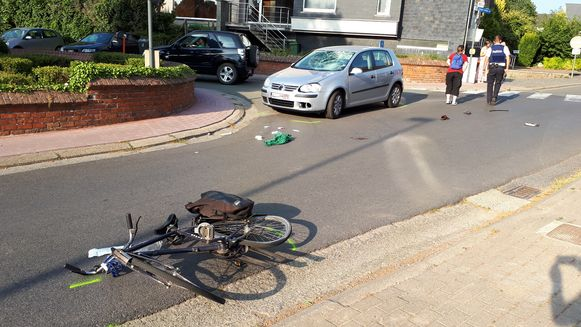 Het slachtoffer werd een tiental meter de straat ingeslingerd.