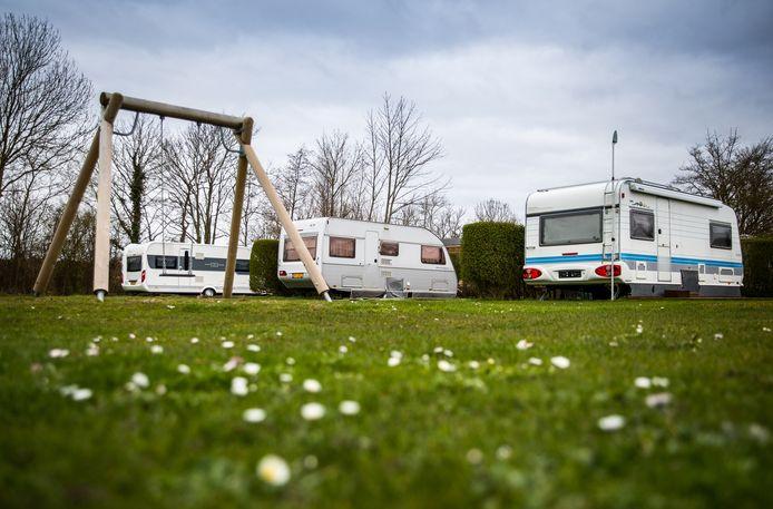 Lege campingvelden op vakantiepark RNC Toppershoedje in Ouddorp.