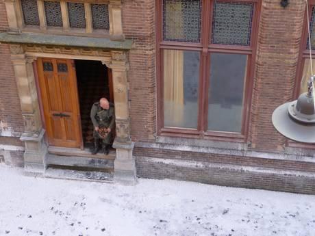 Video | Schietpartijen, sneeuw, Barry Atsma en SS'ers in Bossche Waterstraat