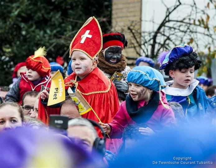 Intocht van Sinterklaas en Zwarte Piet in Wierden, 2015