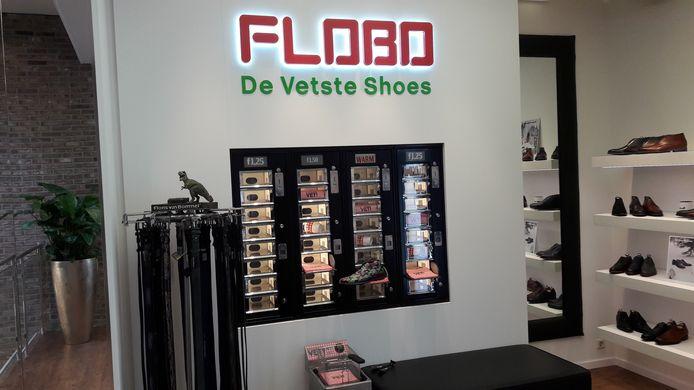 FLOBO, de automatiek in de stijl van de FEBO bij de afdeling schoenen van Floris van Bommel in de nieuwe schoenenzaak van Van Dael in Arnhem