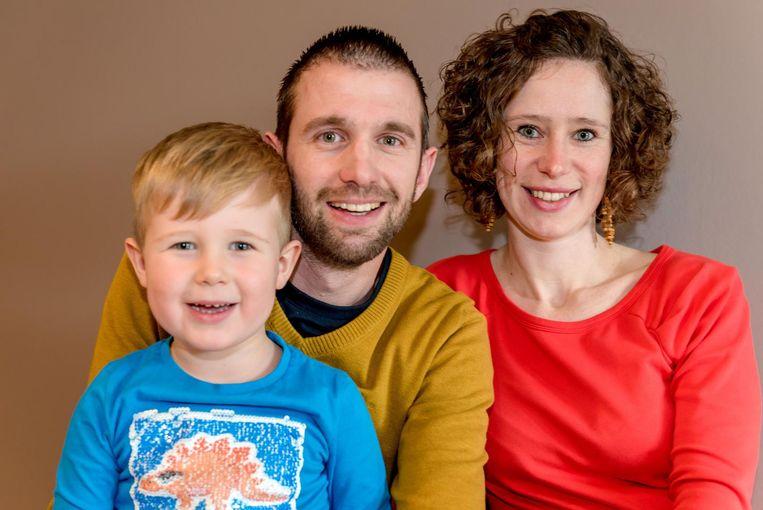 Jim, Annelore en zoontje Mattìa laten over twee weken Vlaanderen achter zich.