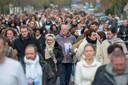 In veel plaatsen, zoals hier in Julie Douibs geboortestad Vaires-sur-Marne, gingen Fransen de straat op om aandacht te vragen voor de moorden op vrouwen.