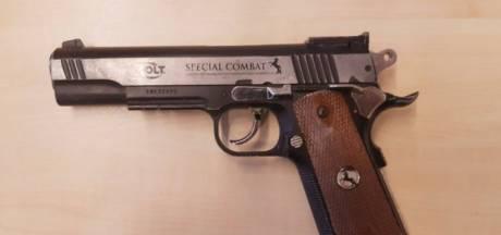 Winkeldief in Kaatsheuvel betrapt met gasdrukpistool