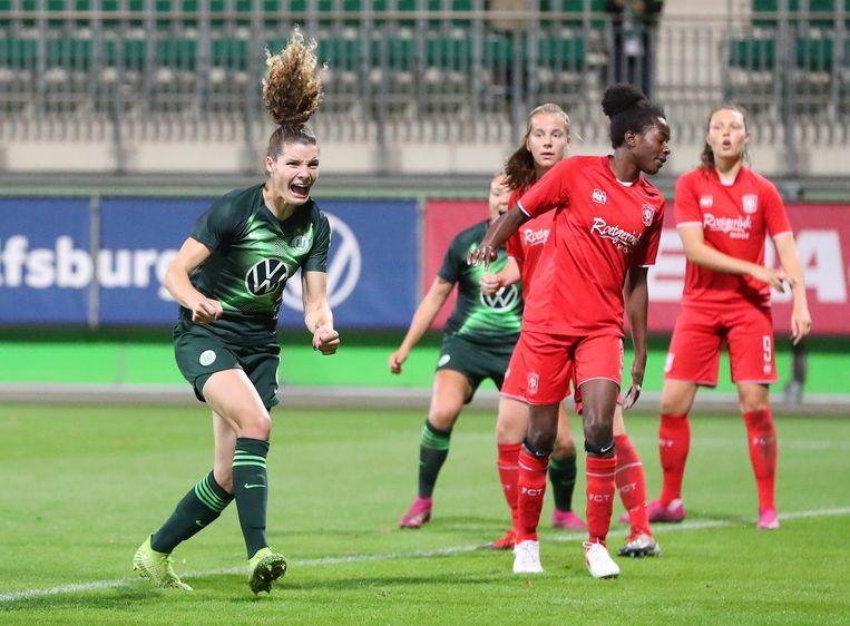 Dominique Bloodworth van Wolfsburg juicht na het maken van haar doelpunt tegen FC Twente.  Beeld BSR Agency