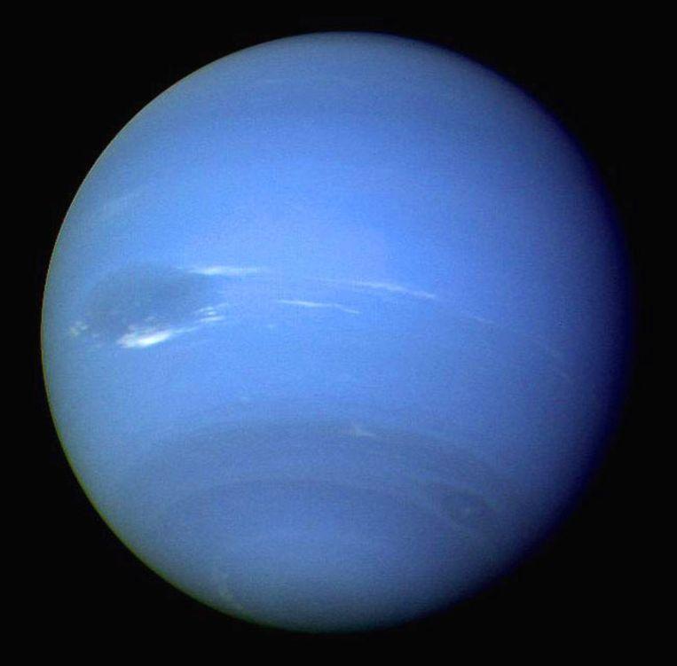 Op Neptunus, hier op een foto gemaakt door Voyager 2, is een jaar zo lang als 165 aardse jaren.