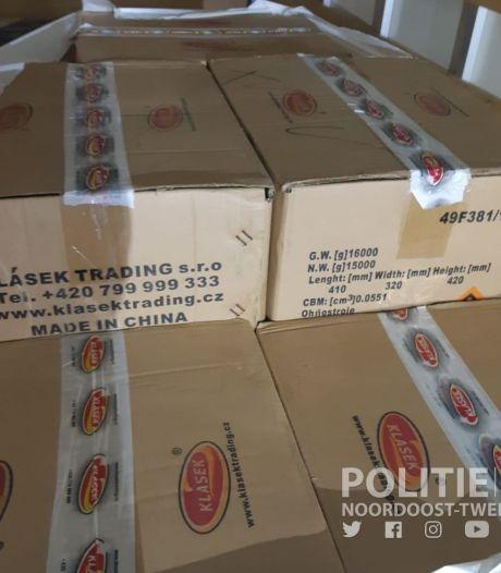 Zwollenaren gepakt met duizenden kilo's illegaal vuurwerk: dozen vol 'handgranaten' in huis