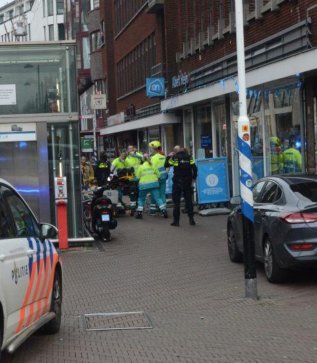 Man (43) aangehouden na steekpartij in Albert Heijn in Den Haag, drie gewonden