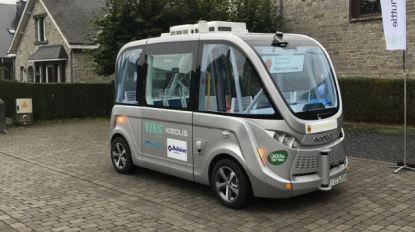 Busje komt vanzelf: eerste autonome shuttle rijdt bezoekers naar grotten van Han