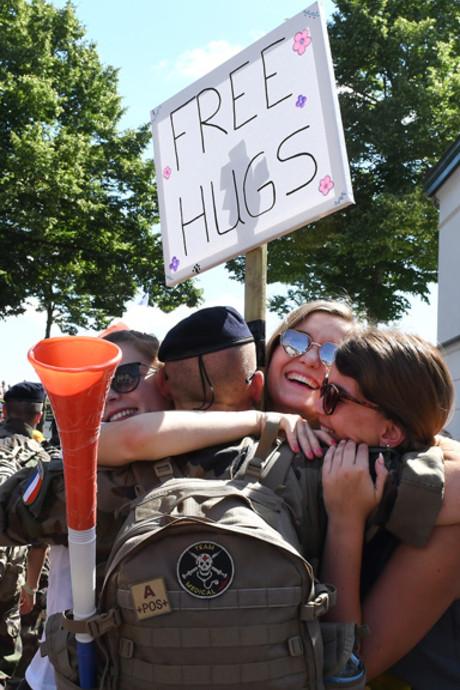 Grave en Cuijk: Free hugs, zon en  spitsuur op de blarenpost