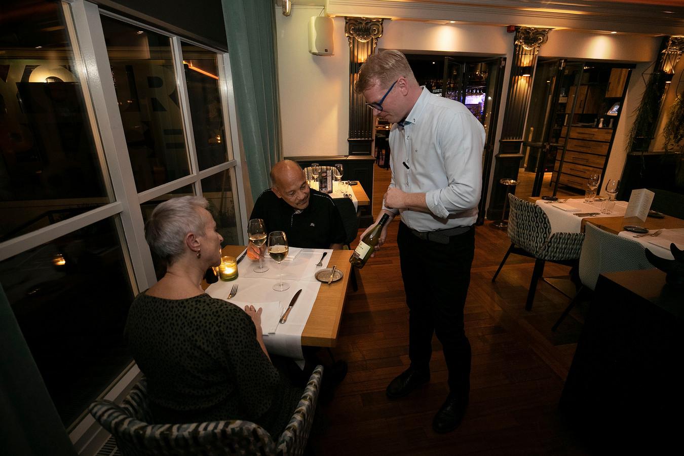 Laat de wijnkeuze bij Quatre Bras in Best maar aan sommelier Coen Meerhoff over: een vakman.