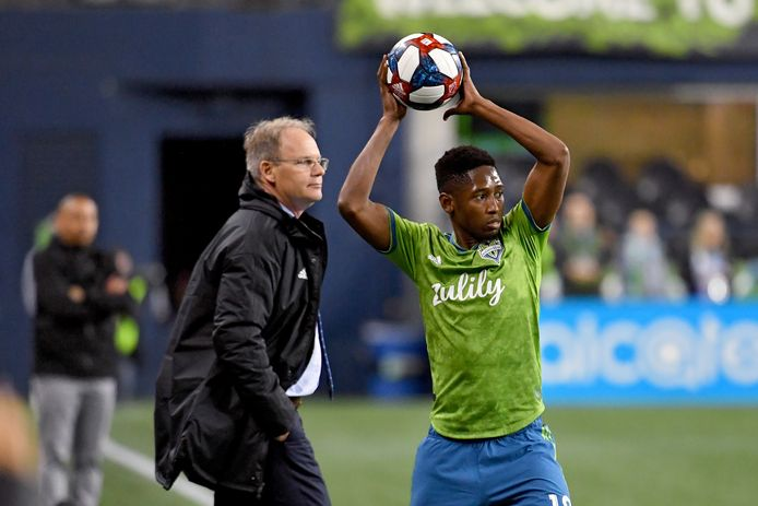 Kelvin Leerdam gooit in namens Seattle Sounders.