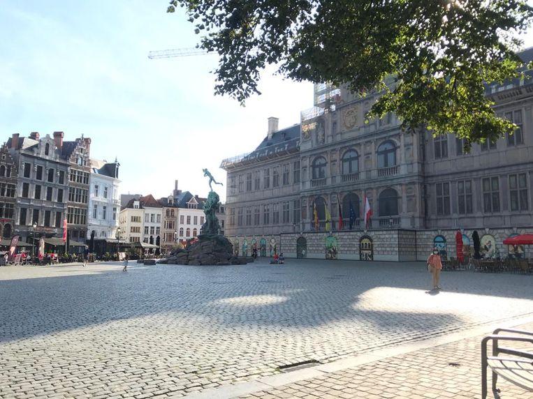 Een doodse Grote Markt in Antwerpen.