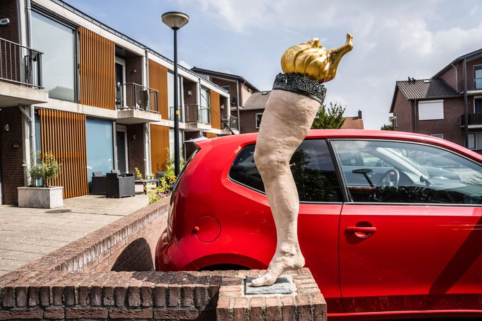 Kunstwerk 'Lopend Vuurtje' in Gendt. Mede geïnspireerd op een oud volksverhaal én op de baksteenindustrie.