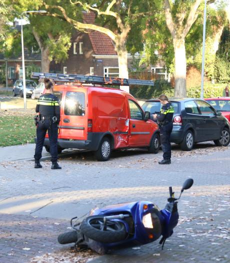 Bestuurder van donkere auto spoorloos na aanrijding met scooter: deze bestuurder is wel opgepakt
