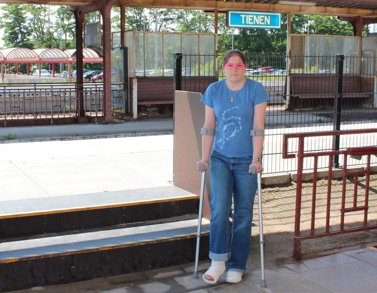 Anneleen Vancauthem op de plaats waar ze ten val kwam.
