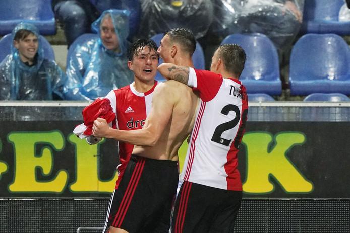 Steven Berghuis (links) feliciteert matchwinner Robert Bozenik.