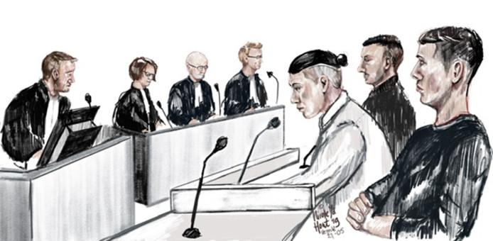 De verdachten voor de rechtbank, met in het midden hoofdverdachte en voormalig kandidaat raadslid Steven K. uit Utrecht.