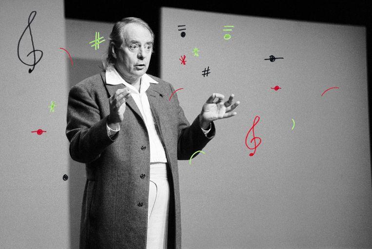 Karl Heinz Stockhausen, dirigeert in De Speeldoos in Zaandam, in 1991. Beeld foto: Getty Images, bewerking: Studio V