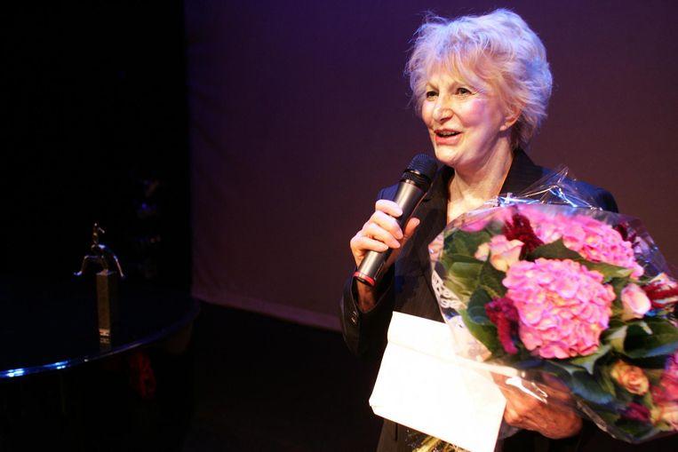 Adèle Bloemendaal kreeg de Blijvend Applaus Prijs 2006 overhandigd in de Kleine Komedie in Amsterdam. Beeld anp