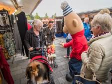 Bezoeker weekmarkt Nieuwegein moet opzij blijven gaan voor vrachtverkeer richting theater