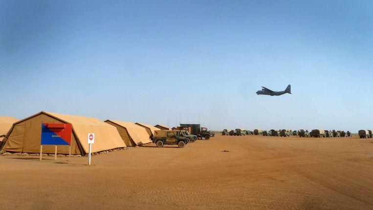 De eerste kwartiermakers op de plek bij Gao waar ze het Nederlandse kampement opbouwen voor de hoofdmacht. Beeld ANP Communique