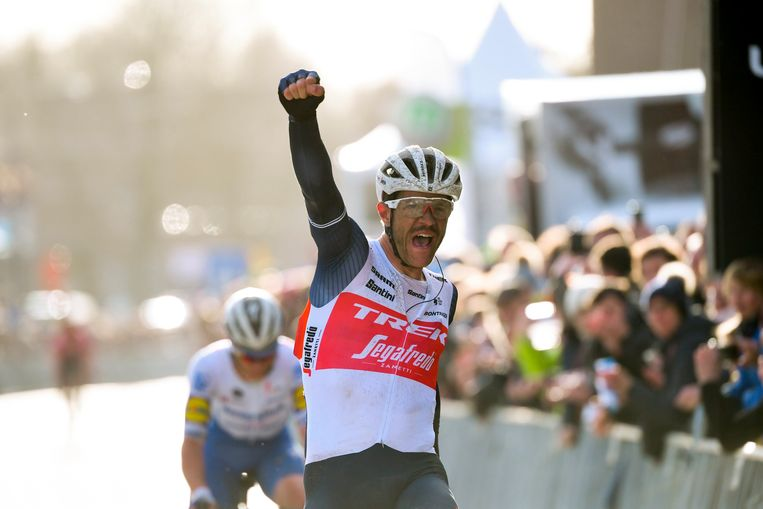 Jasper Stuyven won in Ninove de Omloop.