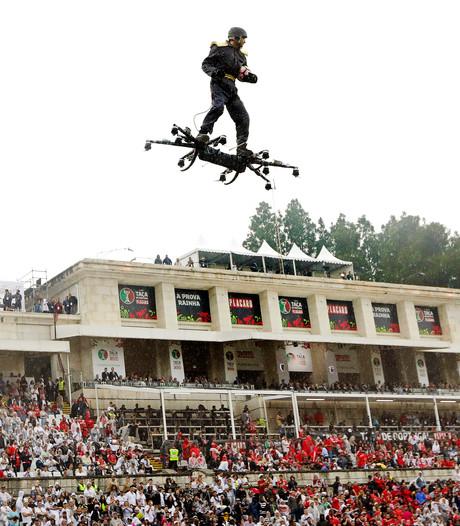 Bal voor Portugese beker afgeleverd door spiderman op drone