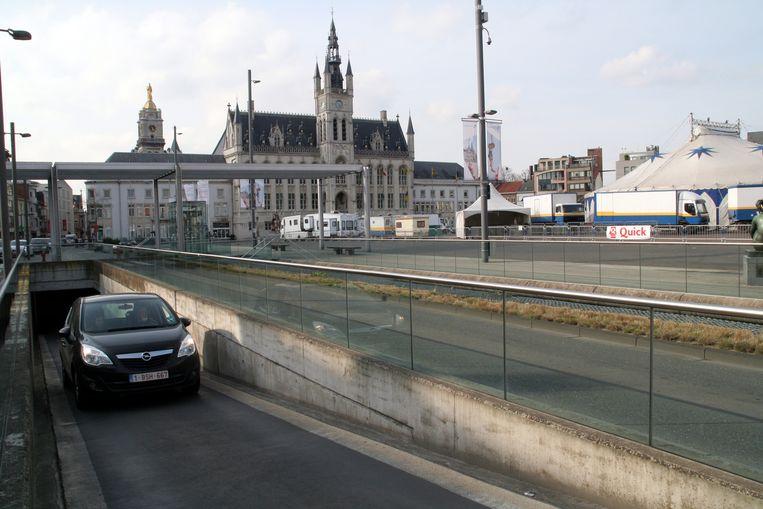 De parking onder de Grote Markt krijgt aan de noordzijde een bijkomende in- en uitrit.