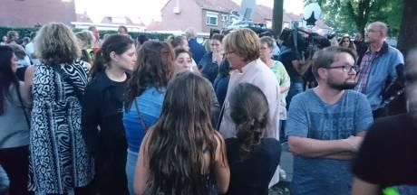 Inwoners Oss massaal bij rampplek:  'Er zijn geen woorden voor dit leed'