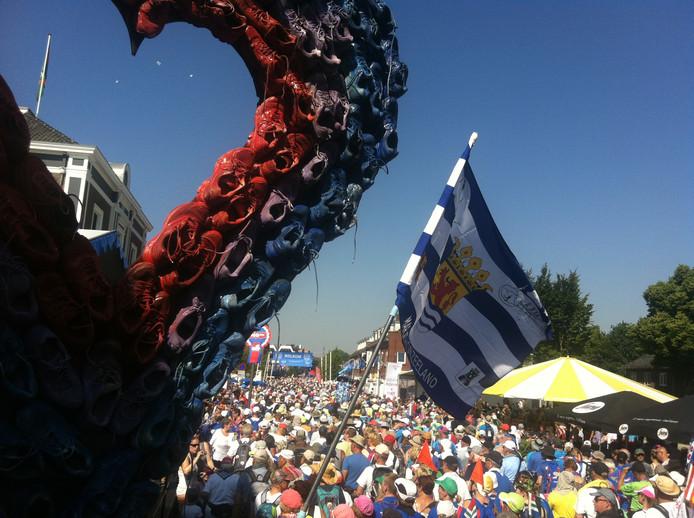 Wandelen met het hardloophart en de Zeeuwse vlag op de voorgrond.